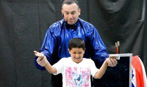 הקוסם ויטלי במופע קסמים