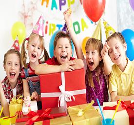 ילדים שמחים במסיבת יומולדת