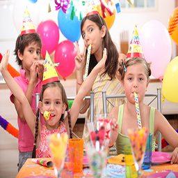 4 ילדים במסיבת יומולדת
