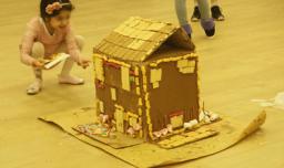 שוקוללה - מסיבה מתוקה במיוחד, בניית בתים מממתקים